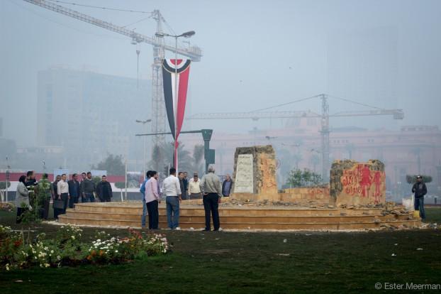 Het vernielde monument op het Tahrir-plein   Foto: Ester Meerman