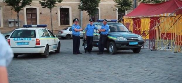 Politieagenten in Kiev. Foto screenshot YouTube / Amnesty International