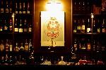 De Gipsy Bar in Nairobi, een oude journalistenbar. Foto Boris Lemereis