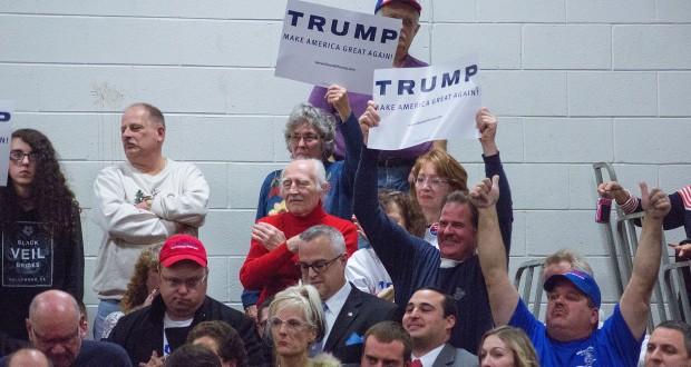 Donald Trump campagnebijeenkomst in Nashua, New Hampshire in december 2015. Foto Marc Nozell / Wikimedia Commons (https://tinyurl.com/zvem6w8)